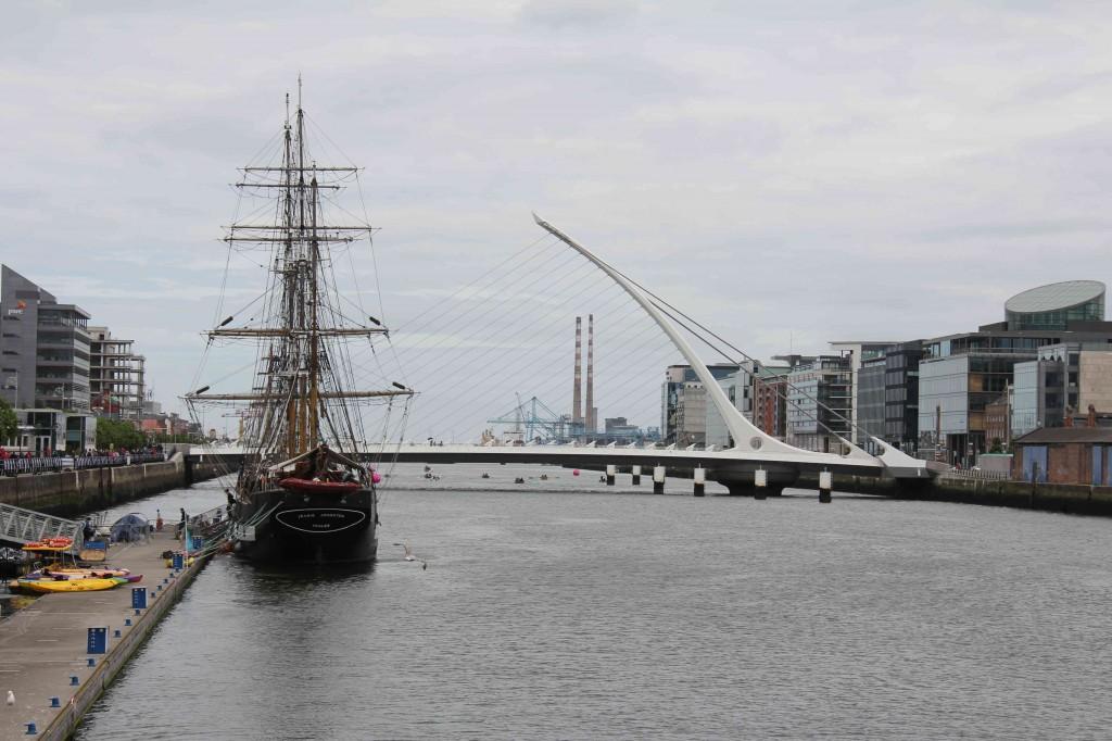 Samuel Beckett Bridge over de Liffey, Dublin
