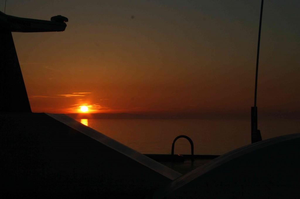 Zonsondergang op de Ierse zee bij het naderen van Larne (op de ferry vanuit Troon)