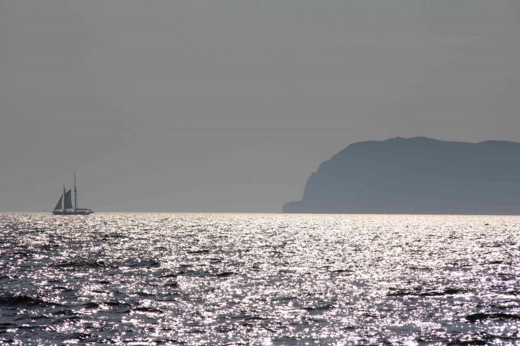 Aanlopen van Port Ellen op het eiland Islay...