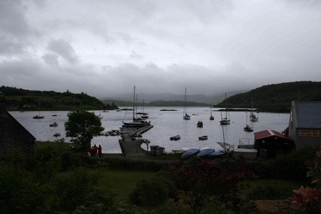 Aangemeerd in Tayvallich, met uitzicht over Loch a' Bhealaich